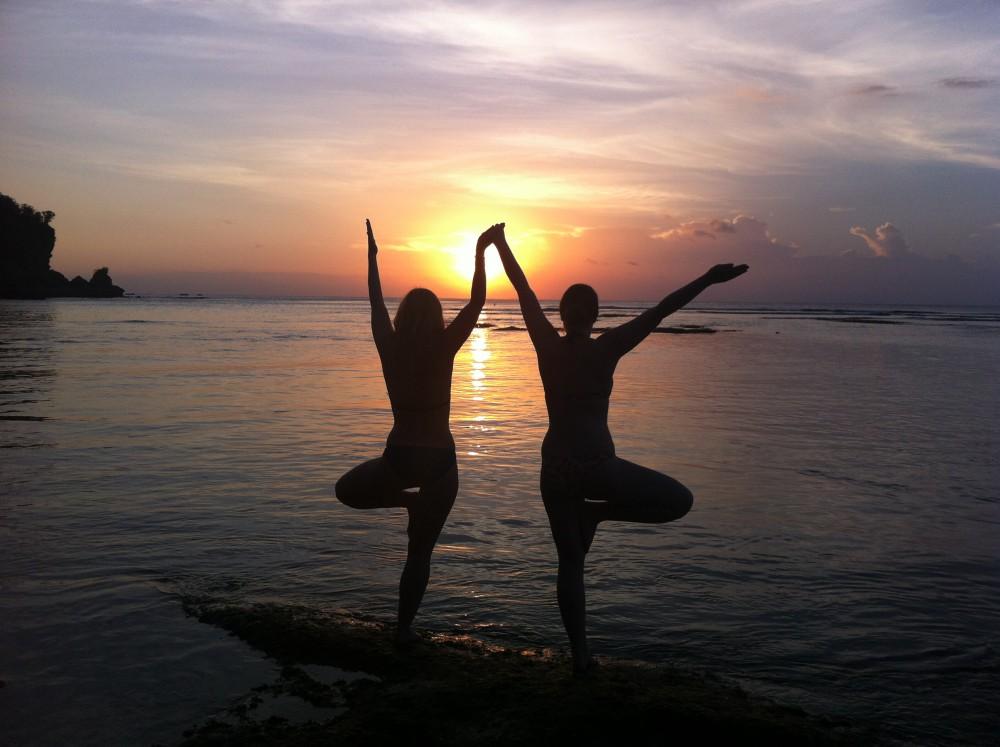 Sonnenuntergang am Strand von Padang Padang, Bali